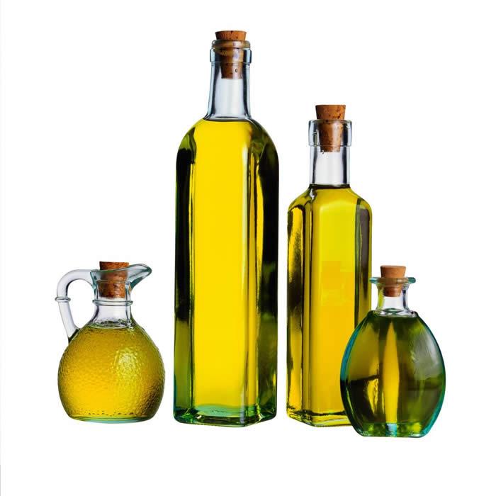 La máscara para los cabellos del kéfir del aceite y la sal